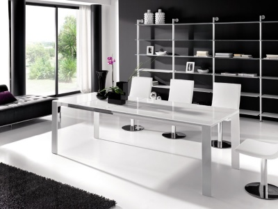 Cosmopolitan dining table