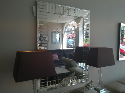 Mondello mirror display