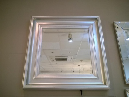 Burwell small mirror display