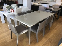 Urban glass ext. dining table in sand 165-265cm