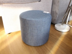 Round fabric pouf in blue