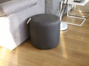 Round fabric pouf in grey