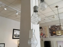 Irregular three light bulb pendant display
