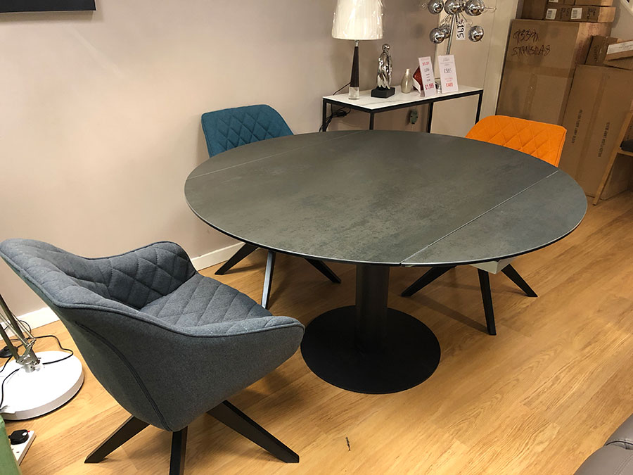 Luna Round Extendable Dining Table Display 90 135x135cm